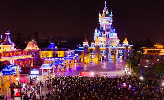 厦门方特万人合唱《我和我的祖国》,庆祝新中国成立71周年