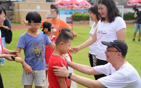 """""""心舟启航""""迎来9周年 用心陪伴让小学生与爱成长"""