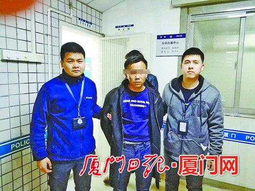 警方抓获嫌疑人叶某彬(中)。