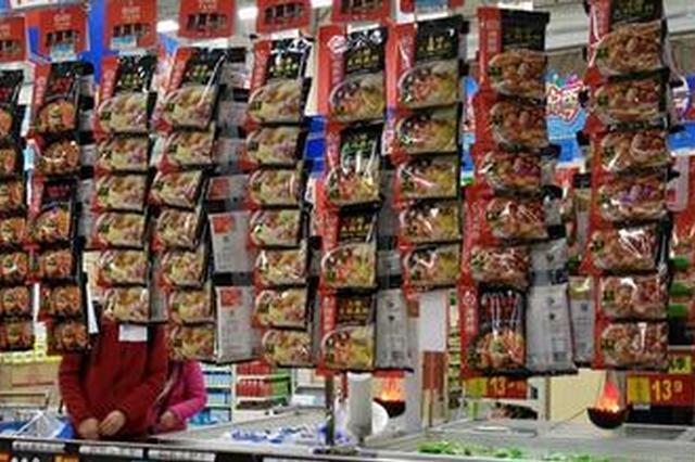 近日福州气温明显下降冬令商品热销 叶菜价格微涨