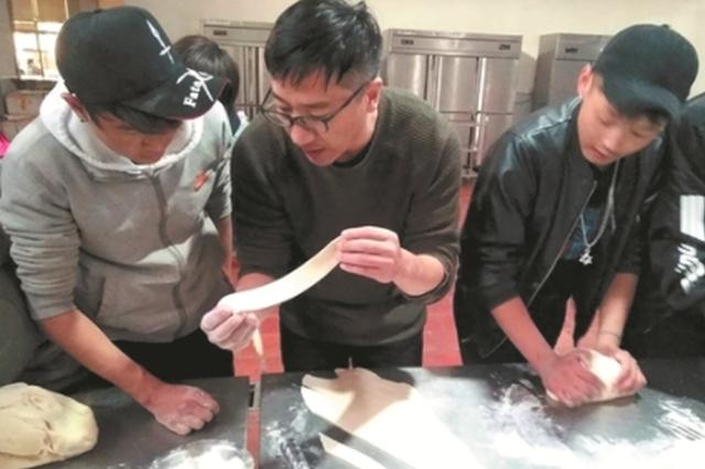 泉州农校西藏班学生第二故乡过大年 做美食游古城