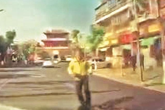 逆向往车上撞 男子泉州市区街头玩碰瓷落网