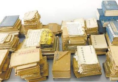 男子捐出家传古书 421册百年医籍住进图书馆