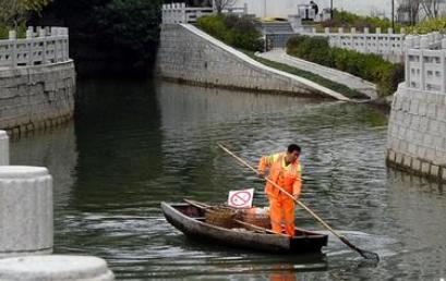 """福州河道保洁员15年守护500米水路 人称""""内河通"""""""
