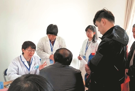 南安:潘家义诊团第61次回乡义诊 后辈30多人从医