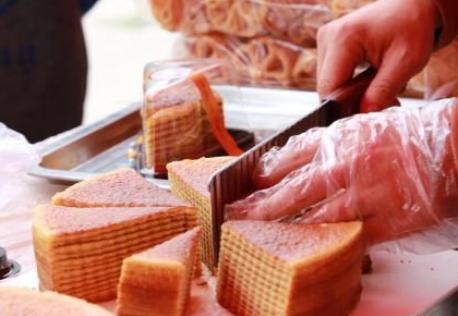 福建东湖塘华侨农场办东南亚美食展 河粉粿糕深受欢迎