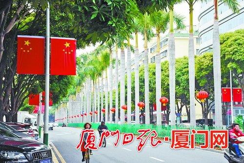 """厦门大街小巷""""穿红披彩"""" 已经进入过年模式"""