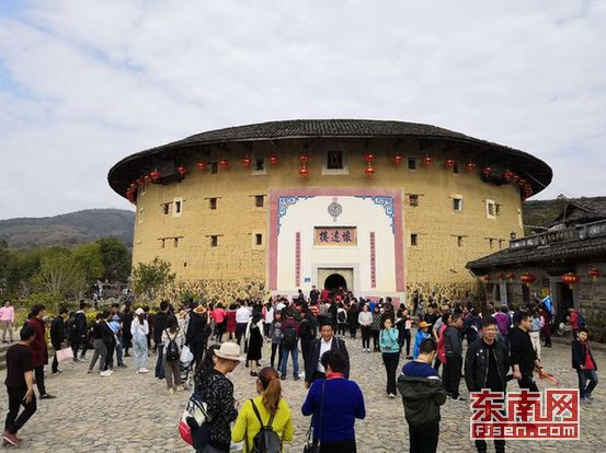 春节长假南靖土楼景区异常火爆 吸金2.23亿创新高