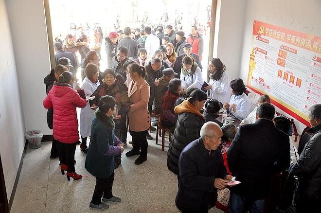 厦门:老人突发急病 热心市民和120提供了及时救助