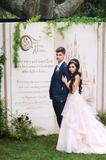 一场完美的婚礼需要一个完美的背景墙