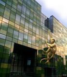 """瑜舍为北京国际设计周呈现Lisa Roet""""金猴"""" 传奇雕塑传递环保理念"""