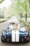 纯白丛中一点蓝  婚礼极具气质又有趣?