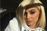 Selfie女王Kylie Jenner分享自拍技巧 快拿小本记下来