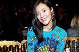 买刘雯的花毛衣还是杨幂的字母毛衣 你们选吧