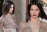Kendall Jenner走秀头上开花 用珠宝招财进行时
