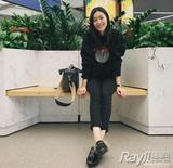 """运动风×大牌包 刘雯式""""炫富""""时髦不讨嫌"""