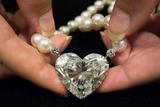 世界最大92克拉心形钻石拍卖逾1亿元 破世界纪录