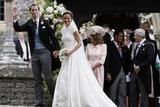 凯特王妃妹妹大婚 高领婚纱优雅复古