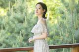 小露香肩 曾宝仪一字领长裙显优雅