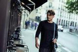 杨烁最新街拍曝光 化身摄影师记录美好瞬间