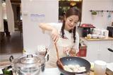 赵薇中餐厅店长上线 元气珊瑚橘色唇重回少女时代
