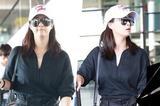 明星爱大牌:蒋欣酷黑裙装现身机场 尽显长腿优势