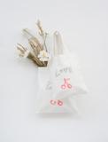 "Bonpoint携手嫣然天使基金推出""以爱之名LOVE""公益手袋"