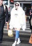 宋茜长袜凹造型暖又美 想穿你得先瘦瘦腿