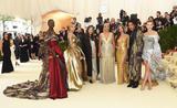 H&M出售以MET GALA红毯造型为灵感服装