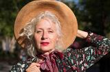 62岁珠宝设计师 | 当模特穿花裙 不怕容颜易老只怕活得潦草