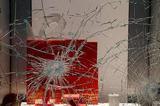 巴黎发生50年来罕见暴力示威 Dior、Chanel等门店被砸