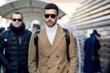 想兼具暖度与时髦度?一件高领上衣为造型营造层次魅力