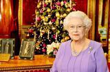 盘点 | 英女王历年圣诞致辞 桌子上永远少不了这一样