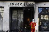 法国抗议活动升级 宝格丽BOSS等奢侈品门店遭打砸