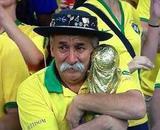 世界杯爷爷费尔南德斯 安息吧 儿子携神杯去了俄罗斯