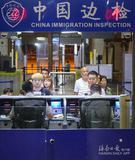 海南对59国免签政策实施首日 767名外国游客免签入境