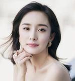 美颜社 | 杨幂娜比关晓彤的春日奶茶唇色 比人间四月天更美