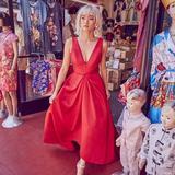 电影《摘金奇缘》中的红色婚纱原来是这个品牌