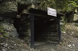 被废弃的矿山 如今成了人们的地下游乐园