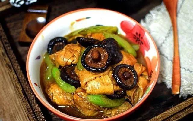 素食养生:芹菜香菇烧豆皮