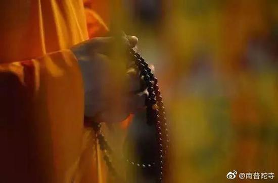 """《优婆塞戒经》云:""""不应造作半身佛像。""""(图片来源:南普陀寺)"""