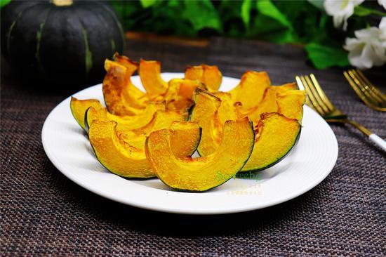 南瓜的懒人做法,不放一滴油,烤一烤,软糯香甜,热量低,更健康!