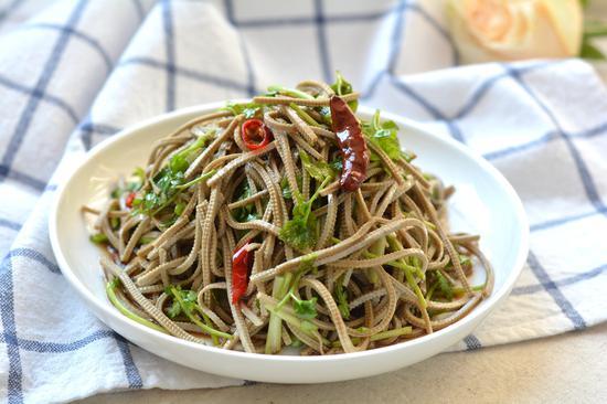 素食养生:炝拌豆腐丝