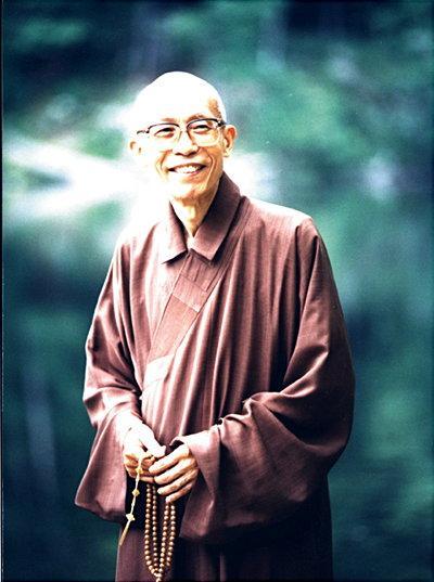 圣严法师,佛学大师、教育家、佛教弘法大师、日本立正大学博士,也是禅宗曹洞宗的第五十代传人、临济宗的第五十七代传人、台湾法鼓山的创办人。(资料图片)