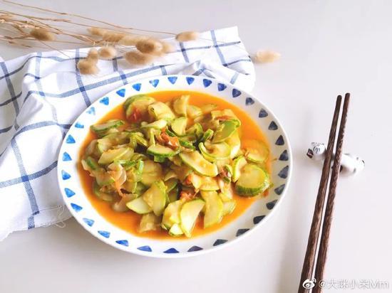 西葫芦是我们比较常见的食材,所含维生素C比较多。