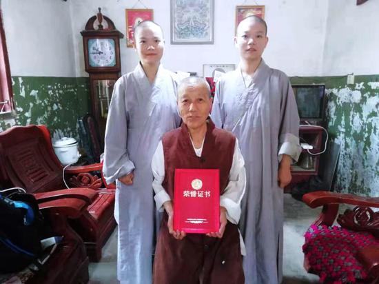 """""""融入僧团,养成僧格""""是莲溪寺僧才培养的基础和方向。"""