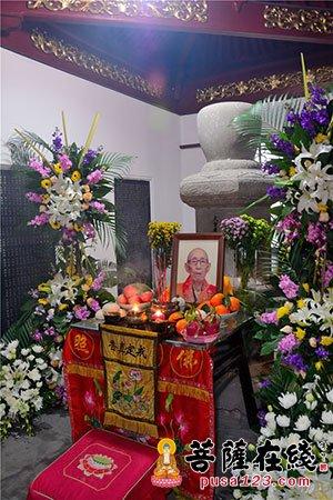 广修长老灵骨舍利入塔仪式在宁波天童禅寺圆公塔院举行