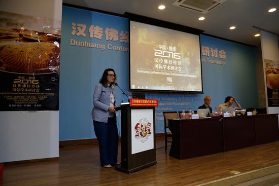 汉传佛教国际学术研讨会参访敦煌莫高窟