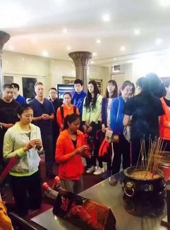 中国女排前往普陀山祈福
