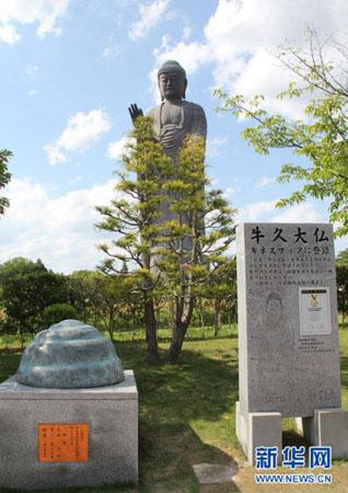 大佛全高120米(像高100米,台座高20米,其中石台10米,莲花座10米)